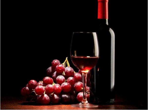 Rượu được kiểm nghiệm trước khi đến tay người sử dụng